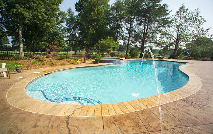 Salt Water Pools vs Chlorine Pools: Pros and Cons