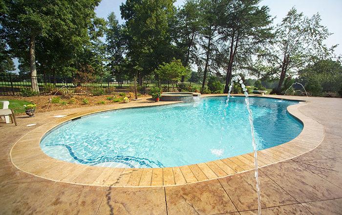 Salt Water Pools vs Chlorine Pools: Pros and Cons