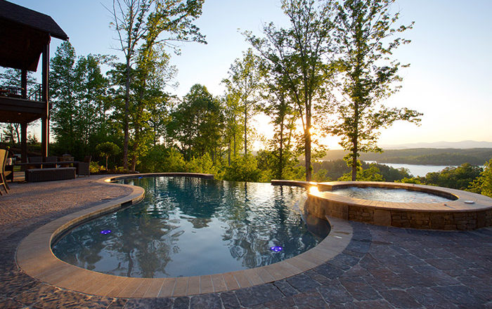 What's the Difference Between Vinyl Pools and Gunite Pools