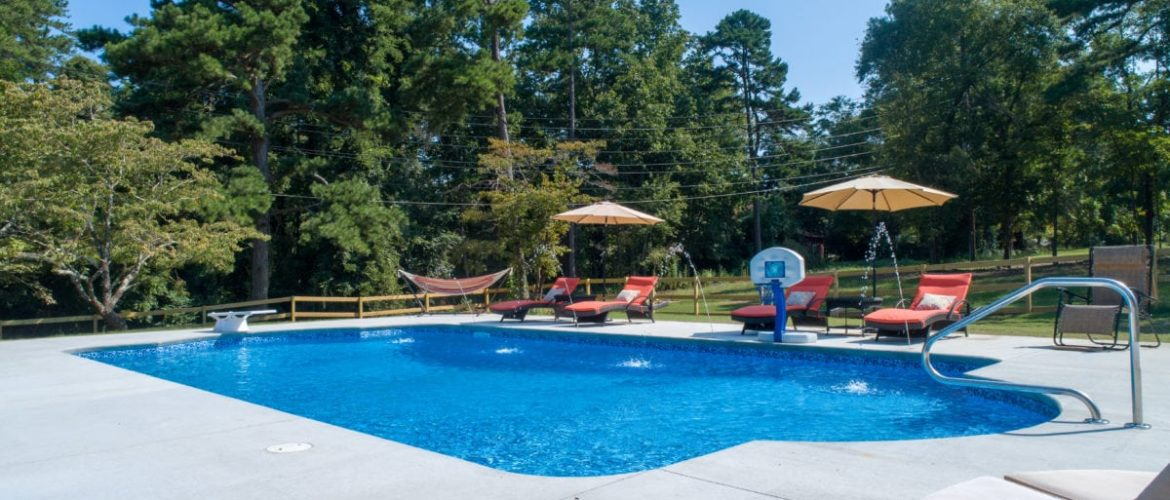 Double Roman Vinyl Pool with Deck Jets