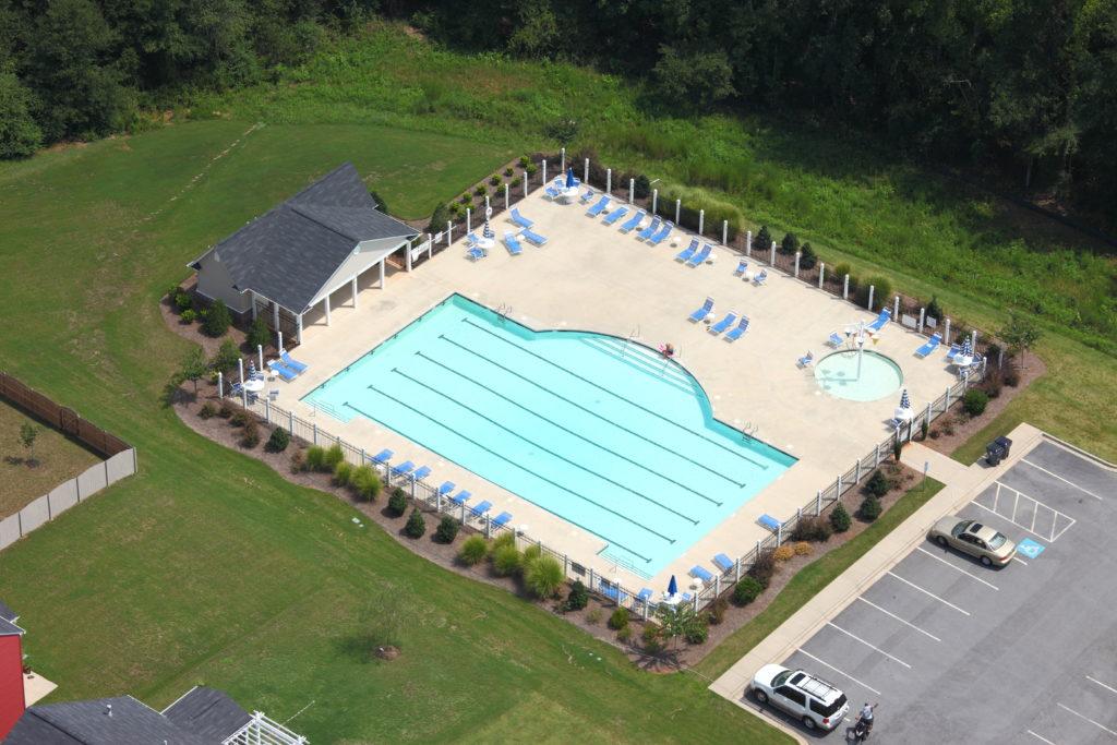 Community Pool w/ Kid Splash Zon